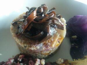 pastel-de-mijo-con-quinoa-y-verduras-con-espagueti-de-mar-agridulce-macrobioteca-macrobiotica-zaragoza